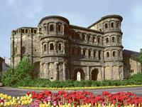 Die Besichtigung der Porta Nigra in Trier darf auf keiner Weinreise an die Mosel fehlen.