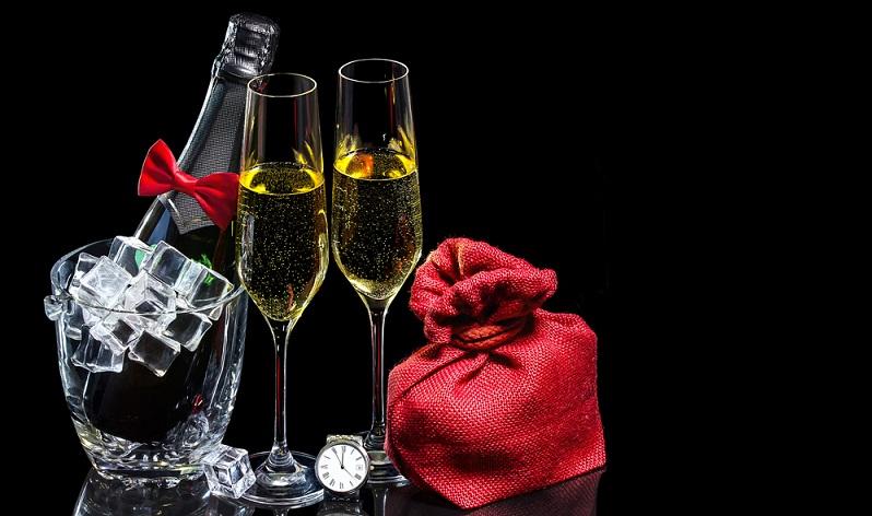 Es ist durchaus etwas dran, wenn behauptet wird, dass Wein dort am besten schmeckt, wo er hergestellt wird. Wer einmal eine Weinreise oder wenigstens eine Verkostung direkt auf dem Weingut erlebt hat, wird sich daran erinnern können, dass der edle Tropfen dort noch ein wenig edler geschmeckt hat. (#01)