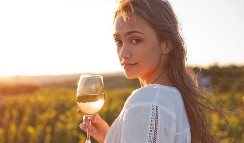 Ein schöner Sommerabend und ein feines Glas Weißwein. (#2)