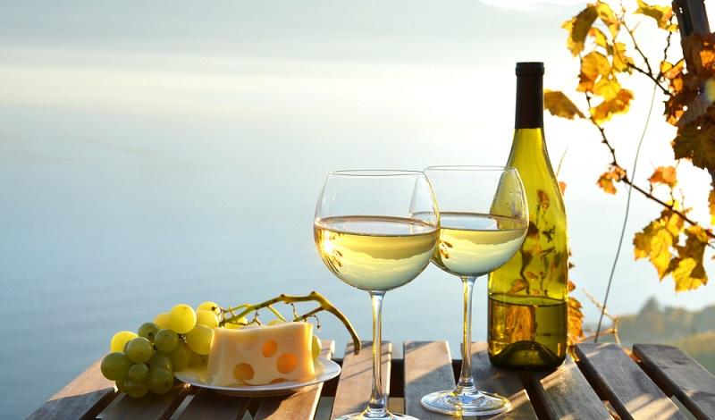 Der perfekte Abschluss eines Tages: Käse und ein edler Weißwein. (#3)