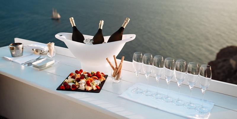 Eine wichtige Frage besteht darin, welche Gläser Sie zum Servieren des Champagners verwenden sollten. (#03)