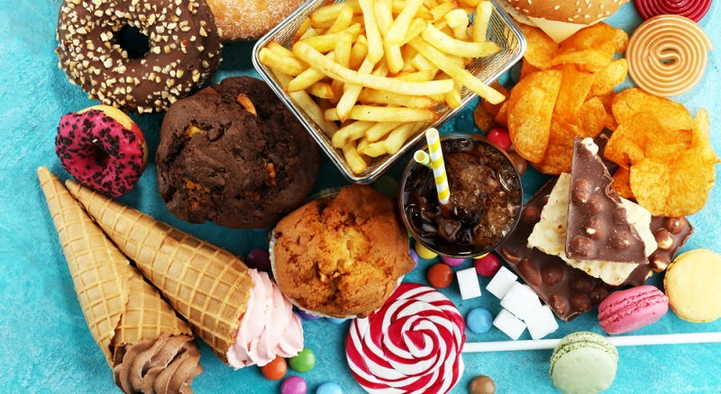 Daraus geht hervor, dass eine mäßige Aufnahme an Monosacchariden positiv ist. Wenn man zu viel davon isst, kommt es jedoch zu einer vermehrten Fettbildung. Das kann schnell zu Fettleibigkeit führen.