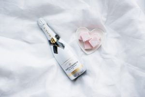 Moet & Chandon Ice Imperial Der Champagner zeigt sich im Test als sehr süß und soll laut Hersteller als Erfrischungsgetränk dienen können.