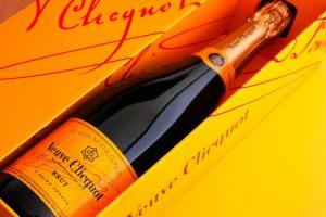 Veuve Clicquot Brut Champagner Dieser Schaumwein zeigt sich mit einem sehr guten Preis-Leistungs-Verhältnis und schmeckt sehr fruchtig.(#02)