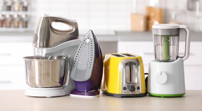 In der Regel bringen elektrische Geräte für Küche und Haushalt das TÜV-Siegel und das GS-Siegel mit. Welche Siegel im Einzelnen vorhanden sind, ist von Gerät zu Gerät verschieden.