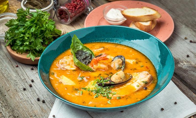 Bouillabaisse Hierbei handelt es sich um eine französische Fischsuppe für acht Portionen.