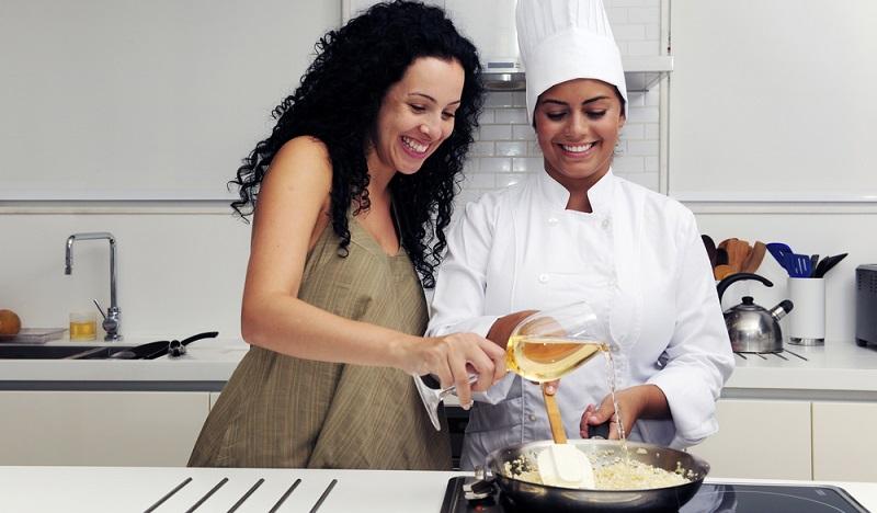 Egal, ob Fisch oder Fleisch, ob Gemüse oder Nudeln: Weißwein passt immer und macht selbst aus eigentlich eher faden Gerichten leckere Speisen.