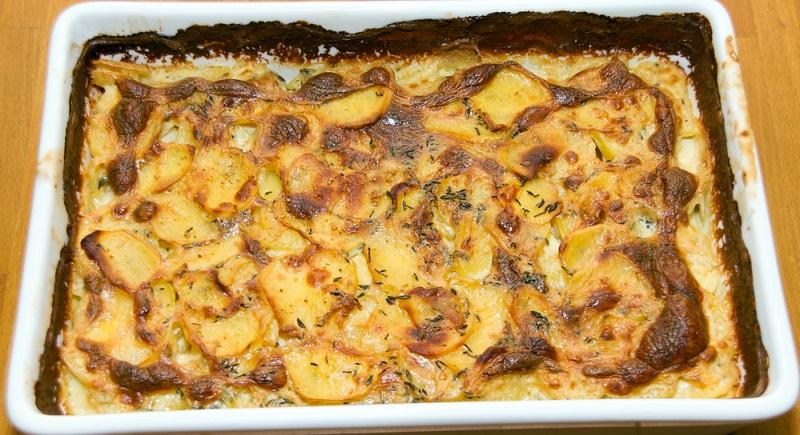 Kartoffelgratin mit weisswein abschmecken. So wird ein einfach Gericht zu etwas besonderem.